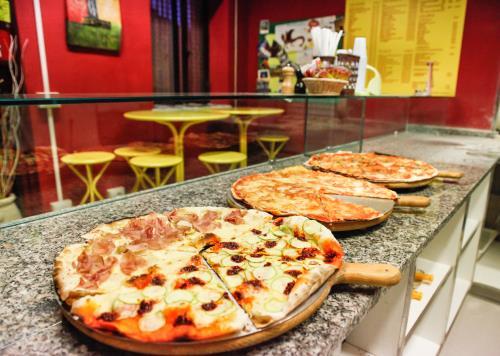 Pizza Con Zucchine e Prosciutto a Lucca