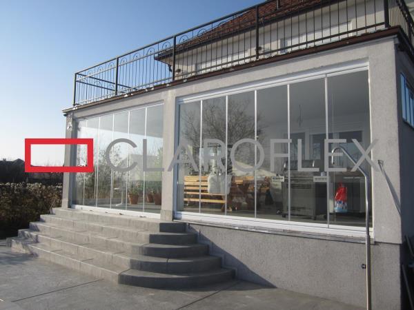 Vetrate panoramiche con vetro temperato da 10 mm, eleganti e raffinate sono prive di profili verticali intermedi, garantendo una visuale completa.