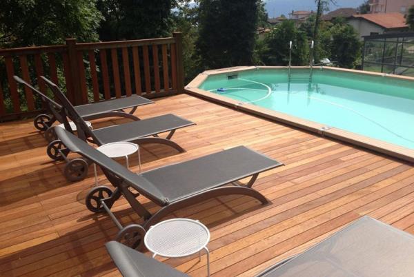 Pavimenti flottanti per sterni, in grado di valorizzare al meglio bordo piscina, esterni di locali, terrazzi e pavimenti sotto i pergolati.