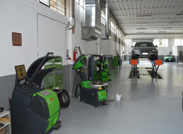 Sezione Pneumatici Autofficina RB2 a Poggibonsi Siena