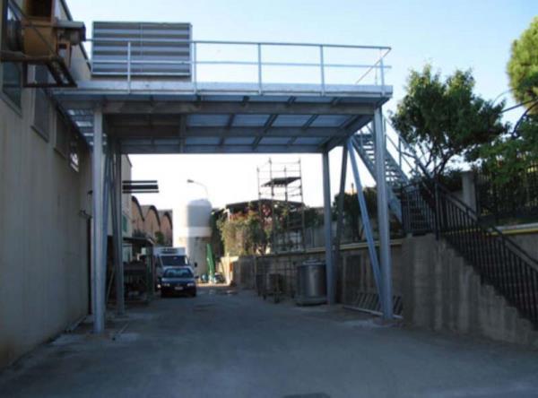 Costruzione e montaggio di soppalco metallico per sostegno macchinari di produzione aria