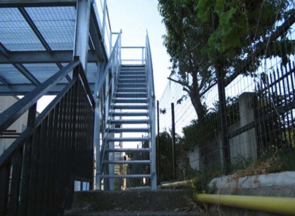 Scala metallica di accesso al piano soppalcato