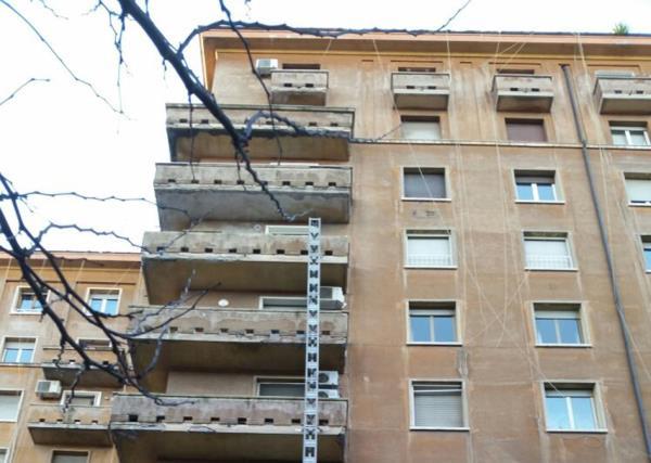 Pitturazione sulle Facciate dei Condomini  - Prima -  LG Restauri a Roma