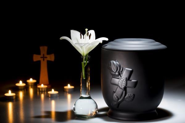Cremazioni e fornitura urne cinerarie