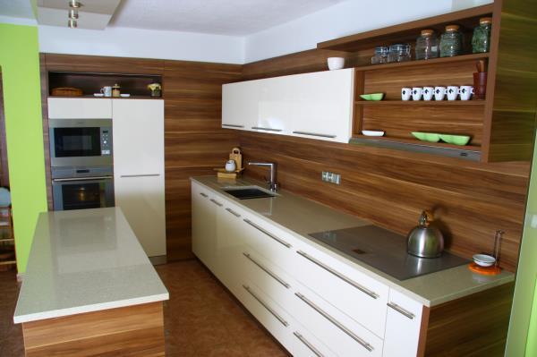 Riadattamento mobili e cucine in legno