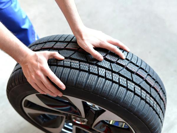 Sostituzione pneumatici auto