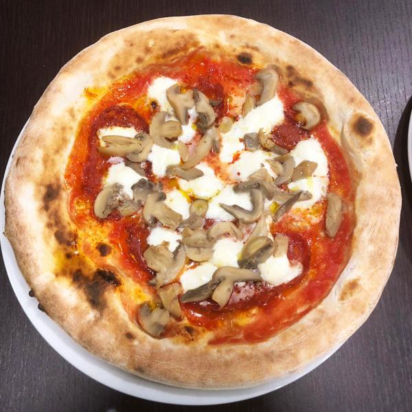 Pizza con i funghi
