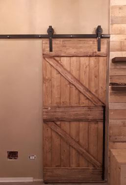 Porta in legno tipo fienile