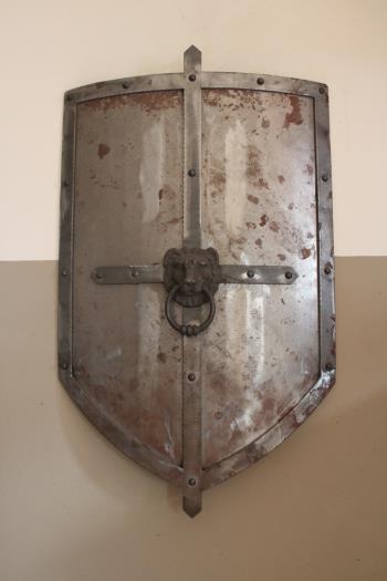 Scudo fantasy in ferro
