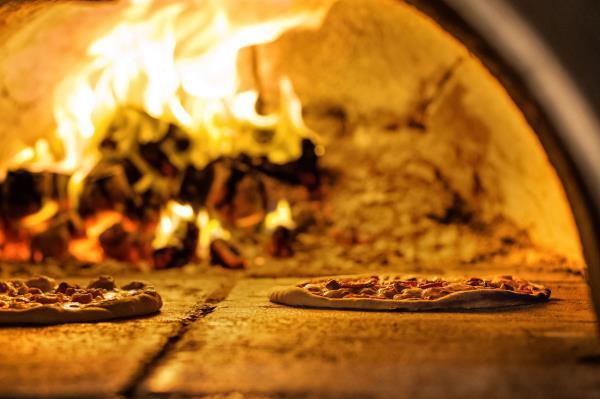Pizze classiche bianche e rosse