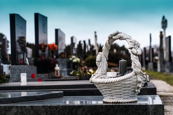 Lapidi cimiteriali