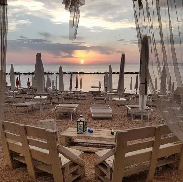 Gelateria e bar sulla spiaggia