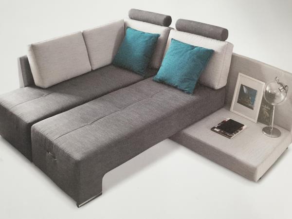Il divano  diventa  anche  2 letti o letto matrimaniale.