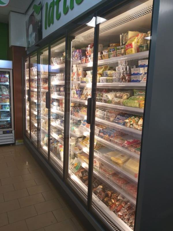 Supermercato con reparto surgelati
