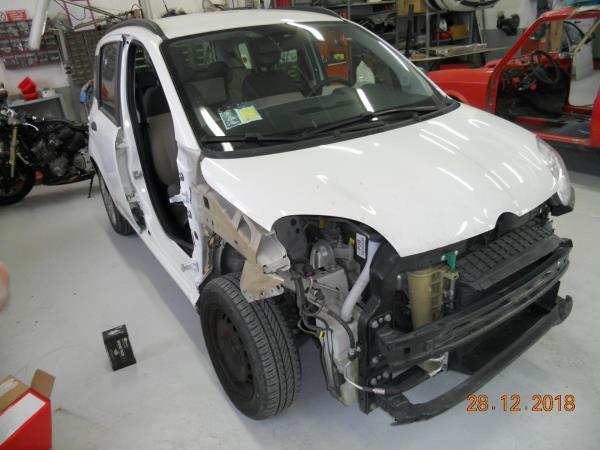 Sostituzione componenti auto danneggiate