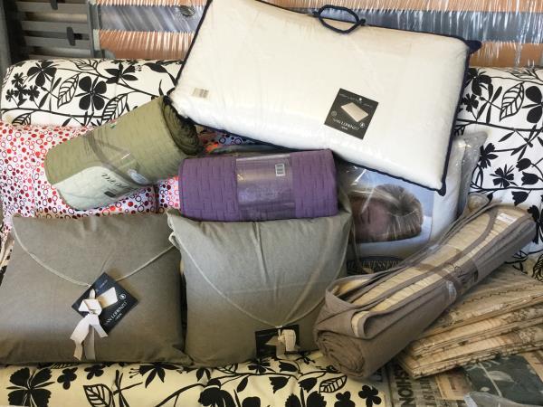Vendita coperte e cuscini