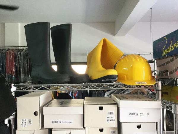 Vendita abiti e calzature da lavoro