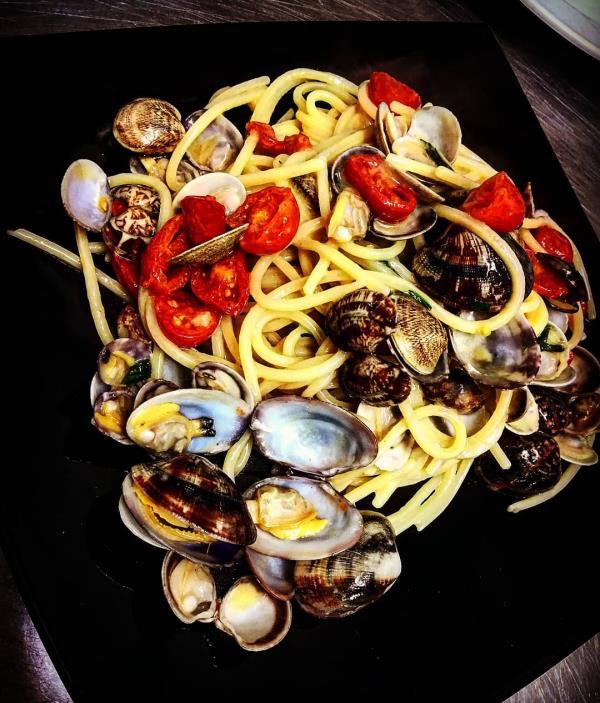 spaghetti alle vongole al  Royal Meat ristorante di pesce