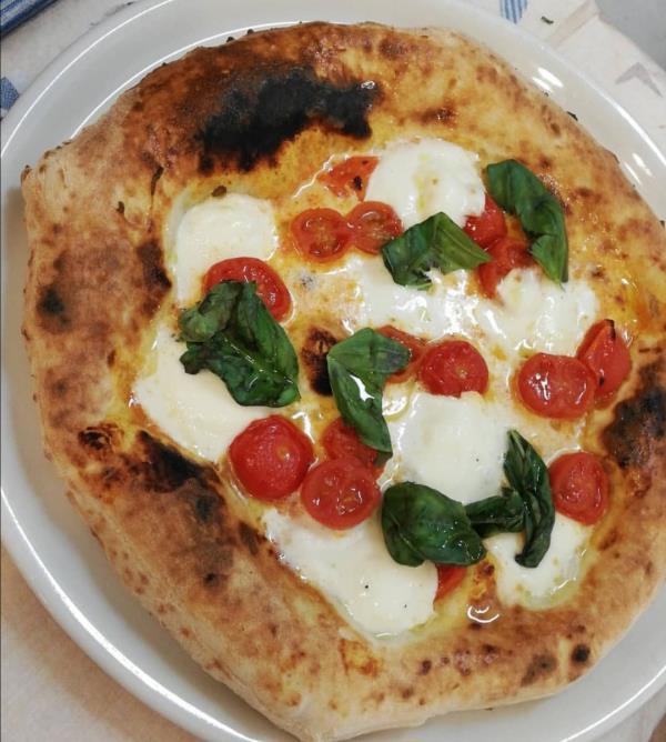 Vera pizza napoletana al RM Royal Meat