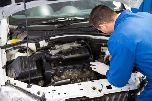Sostituzione componenti motore auto