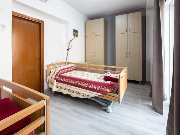 Casa per anziani con camere dotate di ogni comfort