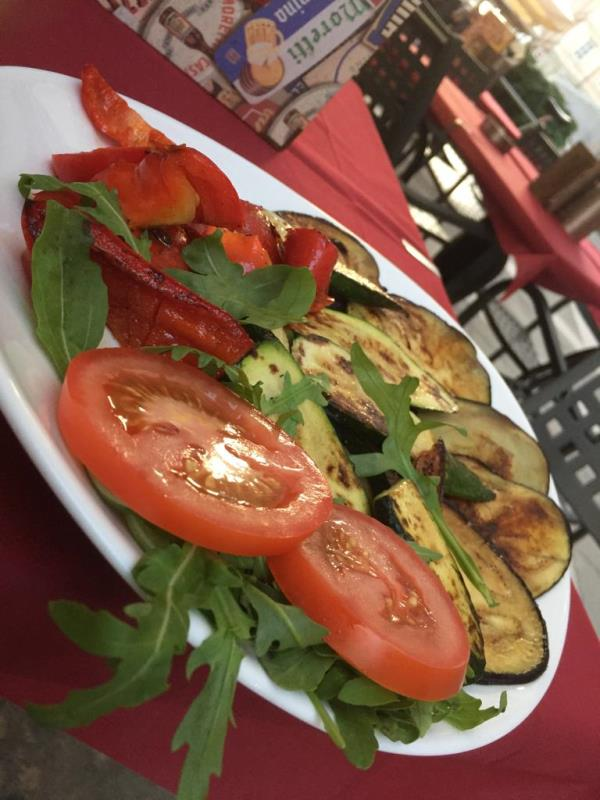 Locale specializzato in verdure alla griglia
