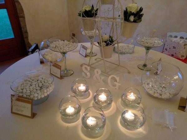 Confetti, candele e accessori per matrimoni