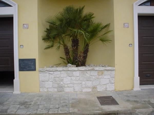 Fioriera in pietra lavorazioni in marmo Manduria Taranto