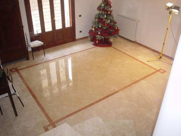 Ingresso appartamento in marmo lucido lavorazioni in marmo Manduria Taranto