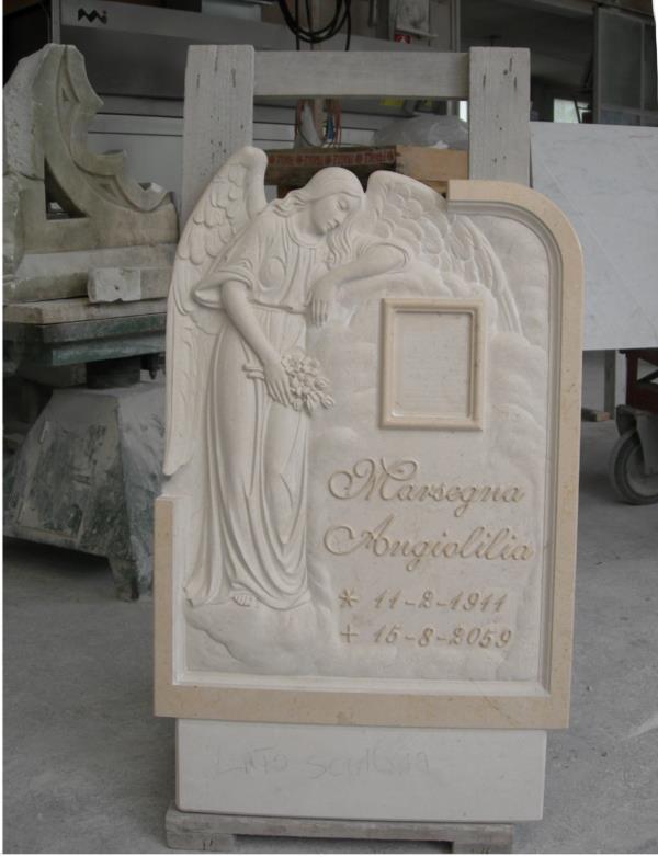 Lapide scolpita lavorazione del marmo Pietrasanta Lucca