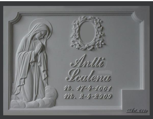Lapide con scultura lavorazione del marmo Pietrasanta Lucca