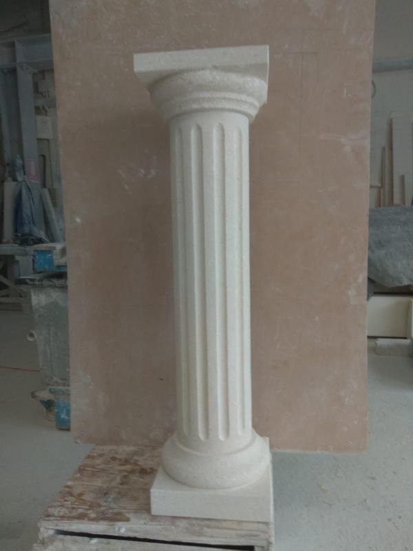 Colonna ionica in pietra bianca vicentina