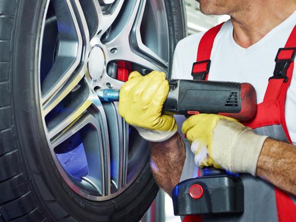 Installazione pneumatici su auto multimarche