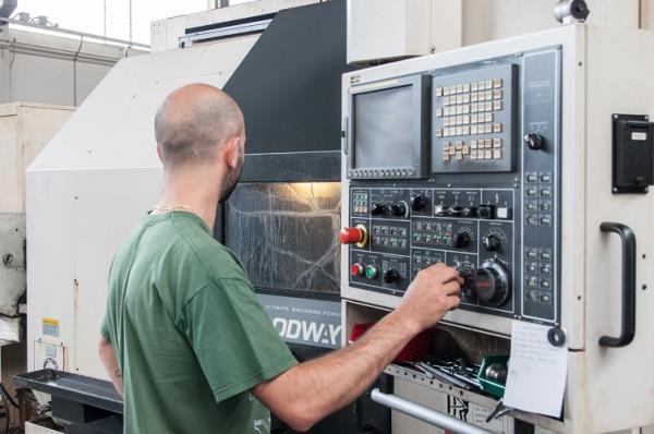 Utilizzo di Macchinari CNC - Meccanica Racord