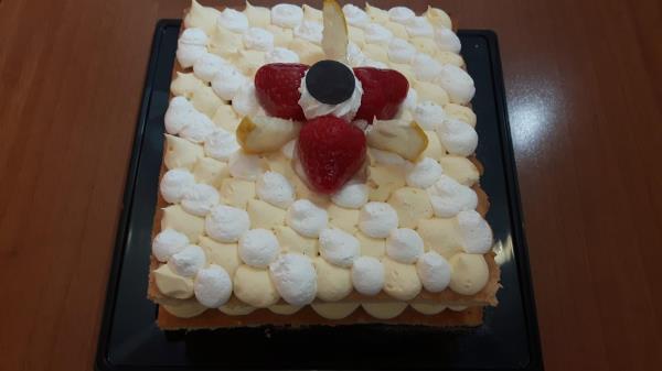 Preparazione dolci con pana e crema a Gubbio