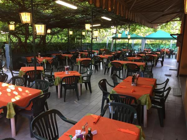 pergolato esterno piatti tipici ristorante pizzeria Alla Tappa a Muggia