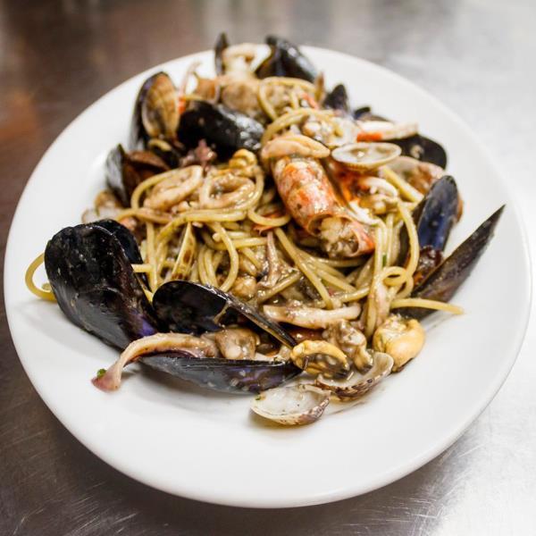 spaghetti cozze e gamberi - jopier alghero