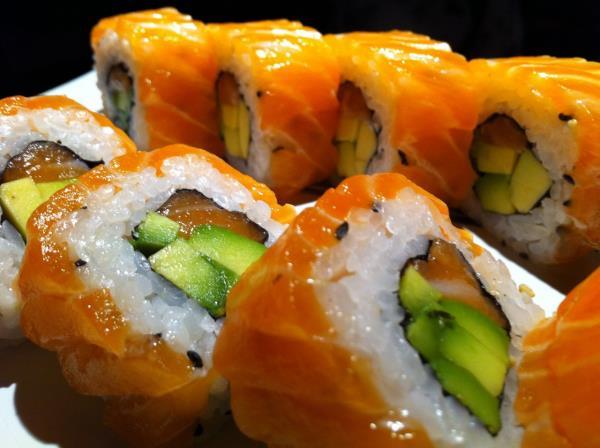 Chan SushiBAr Uramaki roll