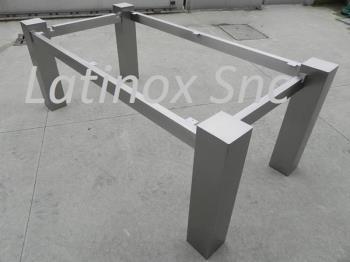 Tavoli in acciaio per interni
