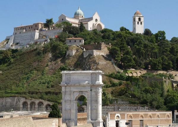 Arco di Traiano CAMAR Agenzia Doganale ad Ancona
