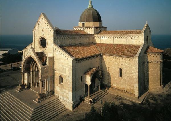 Cattedrale di Ancona CAMAR Agenzia Doganale ad Ancona