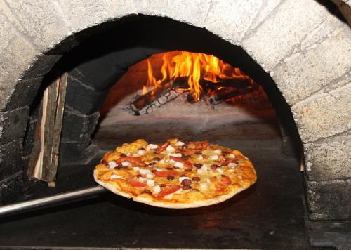 Pizza Forno a Legna a Berra Ferrara