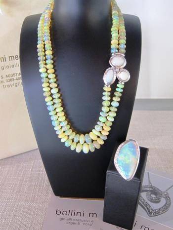 Collana in opale con chiusura in oro bianco e bril