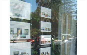 Espositori in Plexiglas per Agenzie immobiliari
