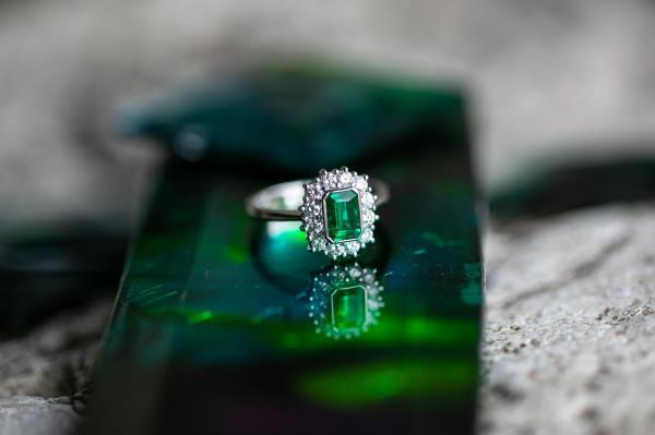 Anello oro diamanti naturali smeraldo gioielli terni