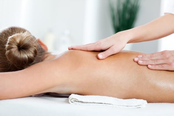 Massaggiatrice Centro Bellezza e Benessere a Calcinaia Pisa