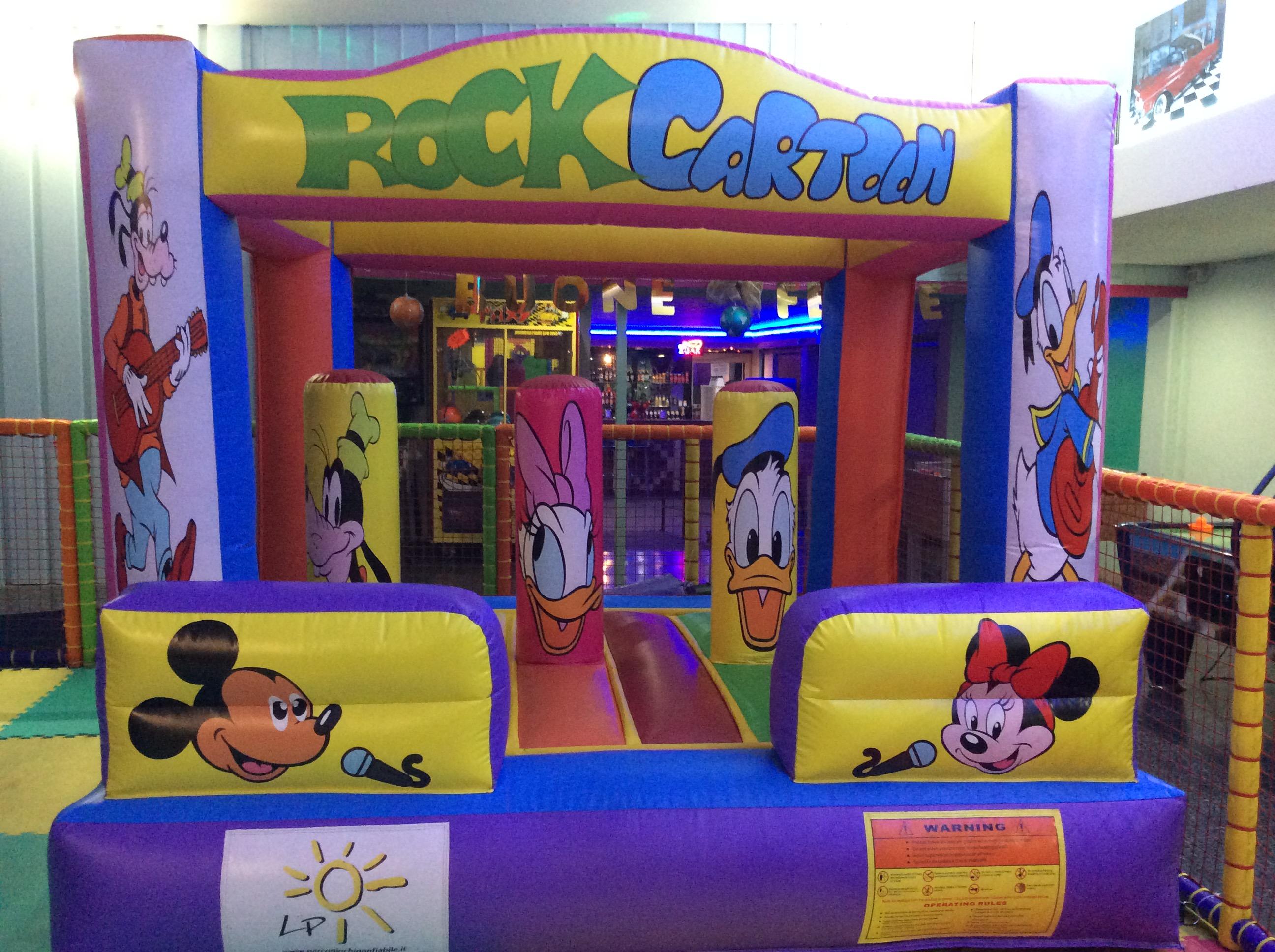 Parco giochi per il divertimento dei bambini