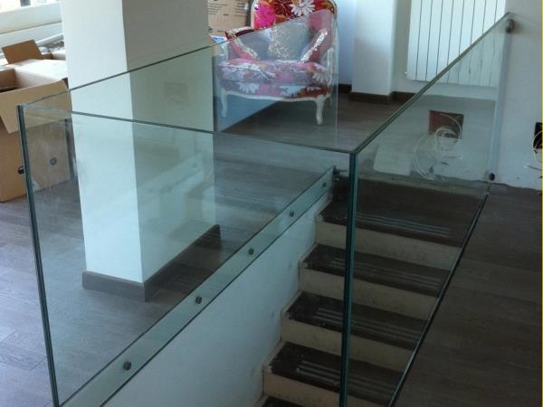 scale in vetro Roma