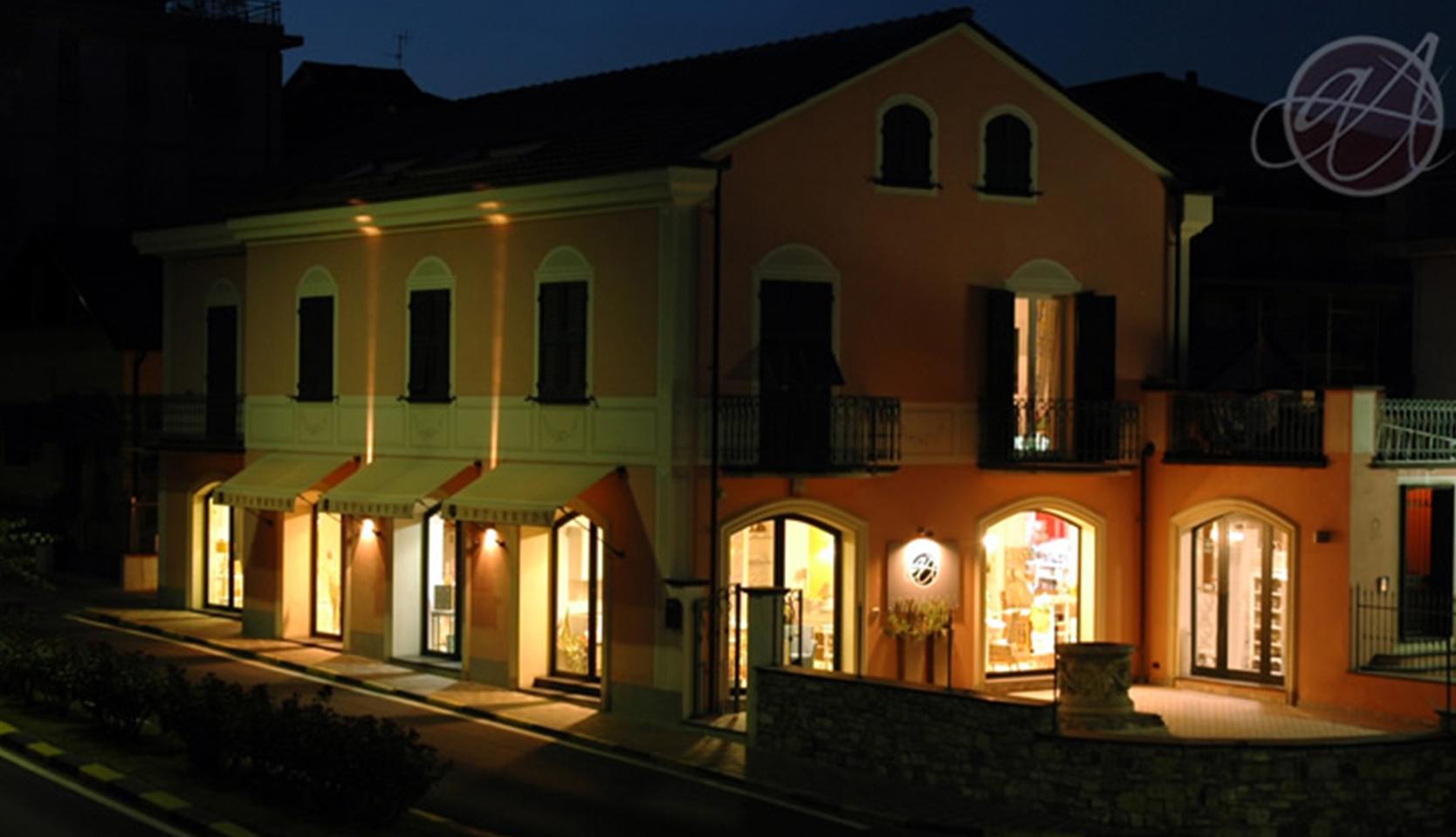 Il Nostro Showroom Imperia Savona Costa Azzurra | Emozioni d'Arredo Luci Colori Accessori per la Casa Imperia Savona Costa Azzurra | ARTARREDA