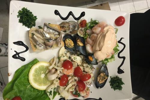 Mix di Pesce Ristorante Pizzeria Da Cristia a Collemarino Ancona